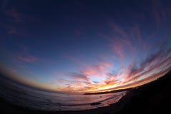 Μάτι Cambria Καλιφόρνια ψαριών γραμμών καμπυλών ηλιοβασιλέματος στοκ εικόνα με δικαίωμα ελεύθερης χρήσης
