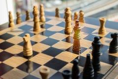 Μάχη σκακιού με το χρυσό βασιλιά που έχει τις ειδικές δυνάμεις και μπορεί des Στοκ Εικόνες