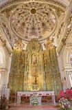 Μάλαγα - το πρεσβυτέριο και ο κύριος βωμός με το άγαλμα του ST Jacob ο απόστολος στην εκκλησία Iglesia del Σαντιάγο Apostol Στοκ Εικόνα