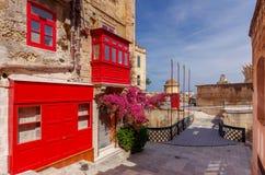 Μάλτα Παραδοσιακά μπαλκόνια στα σπίτια Στοκ Εικόνες