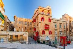 Μάλτα Παραδοσιακά μπαλκόνια στα σπίτια Στοκ εικόνες με δικαίωμα ελεύθερης χρήσης
