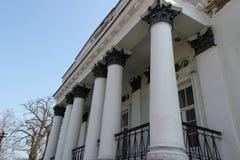 Μέγαρο, σπίτι, πόλη, αρχιτεκτονική, στήλες άσπρος Αργά - 19$ος αιώνας στοκ φωτογραφίες