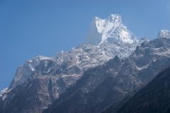 Μέγιστη, ιερή αιχμή βουνών Machapuchre στη σειρά βουνών Annapurna Στοκ Φωτογραφία