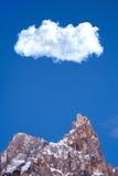 Μέγιστο μεγάλο σύννεφο βουνών χειμερινού χιονιού Στοκ Φωτογραφία