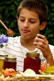 μέλι αγοριών Στοκ Φωτογραφία