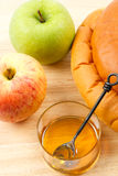 μέλι ψωμιού μήλων challah hashanah rosh Στοκ Φωτογραφίες