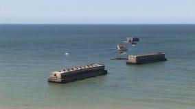 Μέρα-μ, παγκόσμιος πόλεμος 2 της Νορμανδίας βρετανικά σκάφη στο λιμάνι μουριών, Arromanches, Γαλλία φιλμ μικρού μήκους