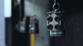 Μέρη μηχανών που χρωματίζουν τη διαδικασία Βιομηχανικά εργαλεία μηχανημάτων χρωμάτων απόθεμα βίντεο