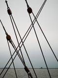 Μέρη ξαρτιών σε ένα πλέοντας σκάφος στοκ φωτογραφίες με δικαίωμα ελεύθερης χρήσης