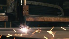 Μέρη περικοπών τεμνουσών μηχανών μετάλλων κινηματογραφήσεων σε πρώτο πλάνο για τη διακόσμηση απόθεμα βίντεο