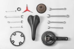 Μέρη ποδηλάτων και εργαλεία επισκευής Στοκ εικόνα με δικαίωμα ελεύθερης χρήσης