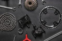 Μέρη ποδηλάτων και εργαλεία επισκευής Στοκ φωτογραφίες με δικαίωμα ελεύθερης χρήσης