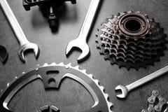 Μέρη ποδηλάτων και εργαλεία επισκευής Στοκ Φωτογραφία