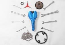 Μέρη ποδηλάτων και εργαλεία επισκευής Στοκ Εικόνες