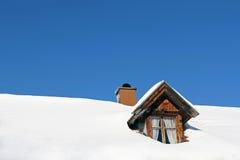 Μέρη του χιονιού σε μια στέγη σπιτιών Στοκ Φωτογραφία