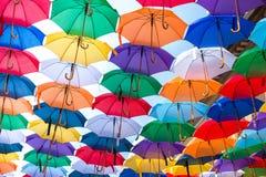 Μέρη των ομπρελών που χρωματίζουν τον ουρανό Στοκ εικόνες με δικαίωμα ελεύθερης χρήσης