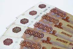 Μέρη των ρωσικών χρημάτων τα τραπεζογραμμάτια έρχονται στις μετονομασίες πέντε χιλιάδων κινηματογράφηση σε πρώτο πλάνο τραπεζογρα στοκ φωτογραφίες με δικαίωμα ελεύθερης χρήσης