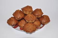Μέρη των cupcakes σε ένα πιάτο Στοκ εικόνα με δικαίωμα ελεύθερης χρήσης