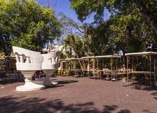 Μέριντα-yucatan-Μεξικό-Απρίλιος-2019: Αυτές οι γιγαντιαίες καρέκλες, αποκαλούμενες confidentes, είναι πάγκοι που, όταν κάθεται το στοκ φωτογραφία