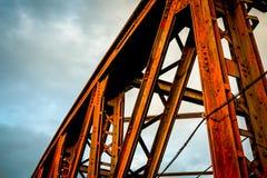 Μέρος κόκκινου γεφυρών σιδηροδρόμου που χρωματίζεται Στοκ φωτογραφίες με δικαίωμα ελεύθερης χρήσης