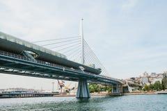 Μέρος της γέφυρας στη Ιστανμπούλ που συνδέει το ασιατικό μέρος με το ευρωπαϊκό μέρος της πόλης Η αρχιτεκτονική Στοκ Εικόνες