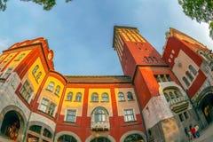 Μέρος της ιστορικής οικοδόμησης της αίθουσας πόλεων σε Subotica, Σερβία στοκ φωτογραφία