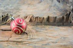 Μέρος της κόκκινης σφαίρας Χριστουγέννων Στοκ Εικόνες
