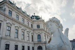 Μέρος της πρόσοψης και sphinx του αγάλματος πανοραμικών πυργίσκων στη Βιέννη στοκ φωτογραφία