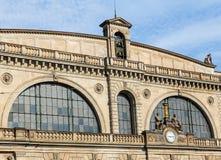 Μέρος της πρόσοψης του κύριου κτηρίου σιδηροδρομικών σταθμών της Ζυρίχης Στοκ Εικόνα