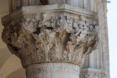 Μέρος της πρόσοψης Doge ` s του παλατιού Palazzo Ducale στη Βενετία κατά τη διάρκεια της ημέρας παρουσιάζει λεπτομερή γοτθική αρχ Στοκ Εικόνα