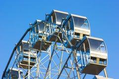 Μέρος της ρόδας Ferris ενάντια στο μπλε ουρανό Στοκ φωτογραφίες με δικαίωμα ελεύθερης χρήσης