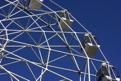 Μέρος της ρόδας Ferris στο μπλε ουρανό Στοκ εικόνες με δικαίωμα ελεύθερης χρήσης