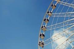 Μέρος της ρόδας Ferris ενάντια στο μπλε ουρανό Στοκ εικόνα με δικαίωμα ελεύθερης χρήσης