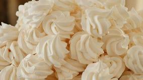 Μέρος του άσπρου κέικ μαρέγκας απόθεμα βίντεο