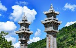 Μέρος του αρχιτεκτονικού βουδιστικού ναού πυλών στο Βιετνάμ στήλες δύο Στοκ εικόνα με δικαίωμα ελεύθερης χρήσης