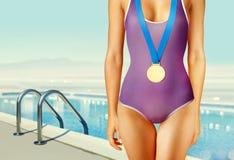 Μέρος του κολυμβητή με το χρυσό μετάλλιο Στοκ φωτογραφία με δικαίωμα ελεύθερης χρήσης