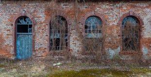 Μέρος του κτηρίου με την πόρτα και τα παράθυρα Στοκ Φωτογραφία