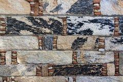 Μέρος του παλαιού υποβάθρου τοίχων πετρών Ετερόκλητο combi τούβλων ορθογωνίων Στοκ φωτογραφία με δικαίωμα ελεύθερης χρήσης