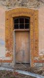 Μέρος του παλαιού κτηρίου με την πόρτα Στοκ Φωτογραφία