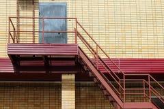 Μέρος του σύγχρονου κτηρίου - κίτρινος τουβλότοιχος Στοκ φωτογραφίες με δικαίωμα ελεύθερης χρήσης