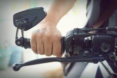 Μέρος του σώματος μοτοσικλετών, αθλητισμός μηχανών ταχύτητας, μαύρο μεγάλο ποδήλατο Στοκ Εικόνες