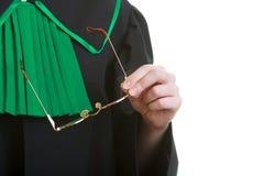 Μέρος του σώματος. Πληρεξούσιος δικηγόρων στην κλασική μαύρη πράσινη εσθήτα στιλβωτικής ουσίας Στοκ Εικόνες