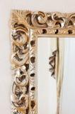 Μέρος του χρυσού κλασσικού πλαισίου καθρεφτών Στοκ φωτογραφία με δικαίωμα ελεύθερης χρήσης
