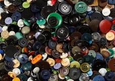 Μέρος των ζωηρόχρωμων πλαστικών κουμπιών ιματισμού Στοκ Φωτογραφίες