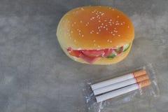 Μέρος των τσιγάρων Ζημιά στην υγεία Κακή συνήθεια Κάπνισμα Στοκ φωτογραφίες με δικαίωμα ελεύθερης χρήσης