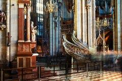 Μέσα σε έναν καθεδρικό ναό του ST Stephen με την όμορφη διακόσμηση στη Βιέννη, Αυστρία Στοκ φωτογραφία με δικαίωμα ελεύθερης χρήσης