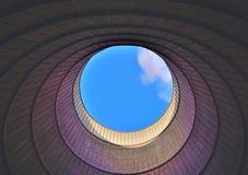 Μέσα σε έναν δροσίζοντας πύργο Στοκ Φωτογραφίες