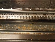 Μέσα σε έναν φούρνο φρυγανιέρων με crumbs ψωμιού Στοκ Φωτογραφία