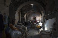 Μέσα σε ένα ιρανικό παραδοσιακό εργαστήριο θανάτου μαλλιού στην πόλη Kashan, Ιράν στοκ φωτογραφία
