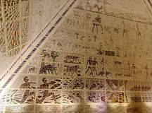 Μέσα σε μια πυραμίδα στοκ εικόνες
